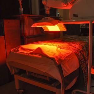 ファインライトレッド(メスや注射を使わない光線治療。安全な光で若返る驚異のアンチエイジングトリートメント)