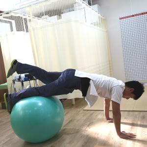 バランスボール(姿勢、メタボ腹、腰痛を改善、指導も行います)